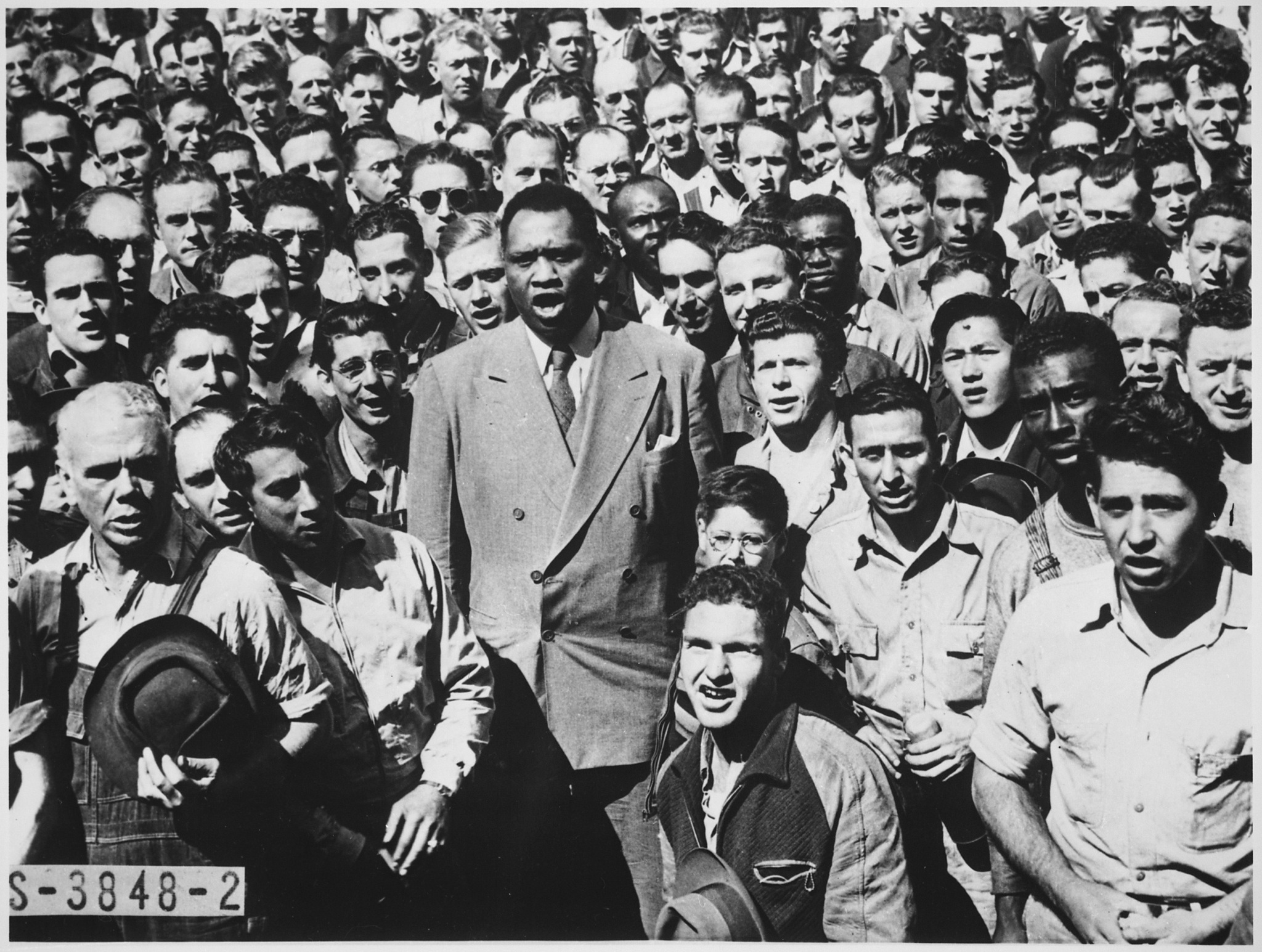 Paul Robeson Sings with War Workers